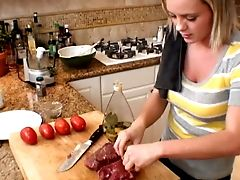 Not Only Bree Olson Is Hot But She Knows How To Cook The Brilliant Steak
