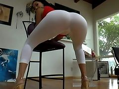 Asian Woman London Keyes In Milky Yoga Pants Shows Her