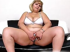 Anna A Fat Lady Honeypot Close-ups And Finger-tickling