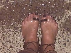 Ambling Outdoor  In Fishnet & Piss On Feet In Lace Sandals