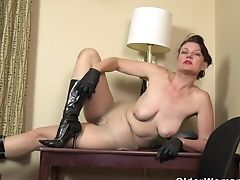 Hairy Matures Valentine Pleases Her Longing Cootchie